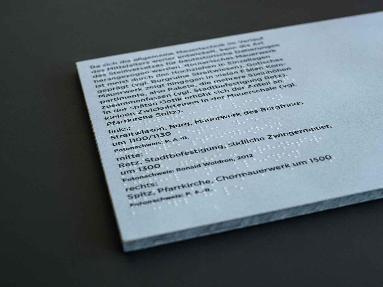 Brailleüberlagerung von Schwarzschrift