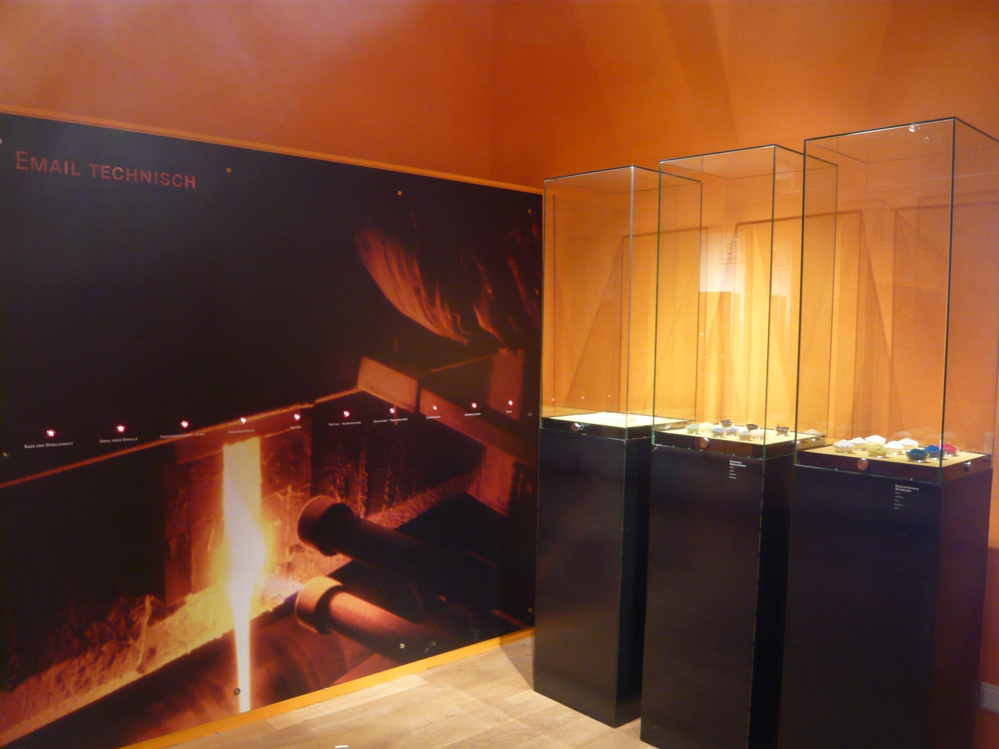 Touchwall mit Tocuhpoints und Materialien