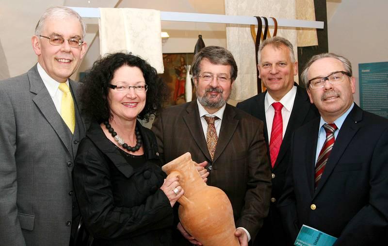 Gruppenfoto Eröffnung Sonderausstellung Schiffer Händler Salzer