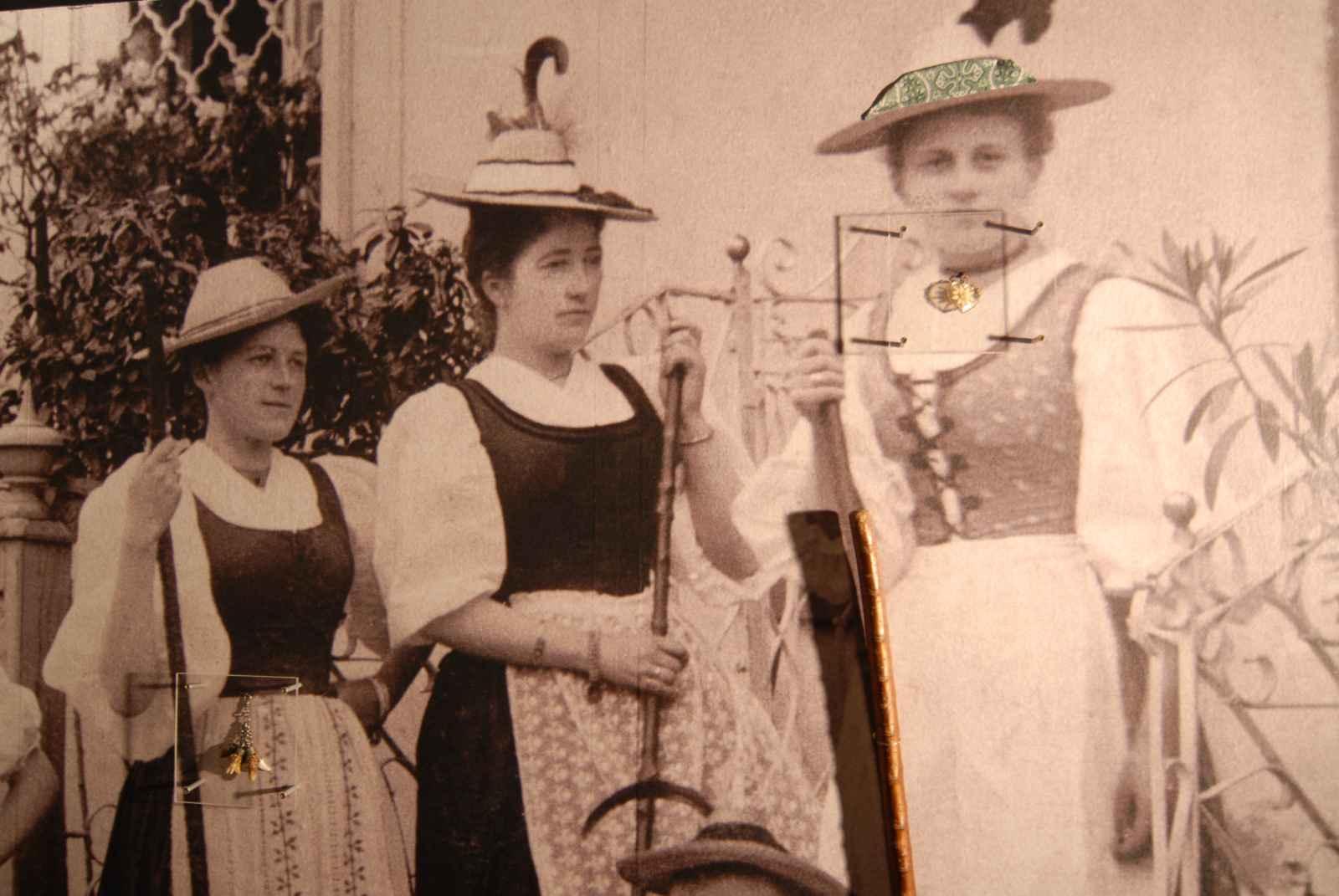 Historisches Foto mit Originalobjekten