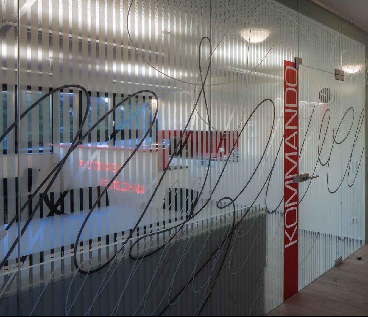 Kunst am Bau Glaswand
