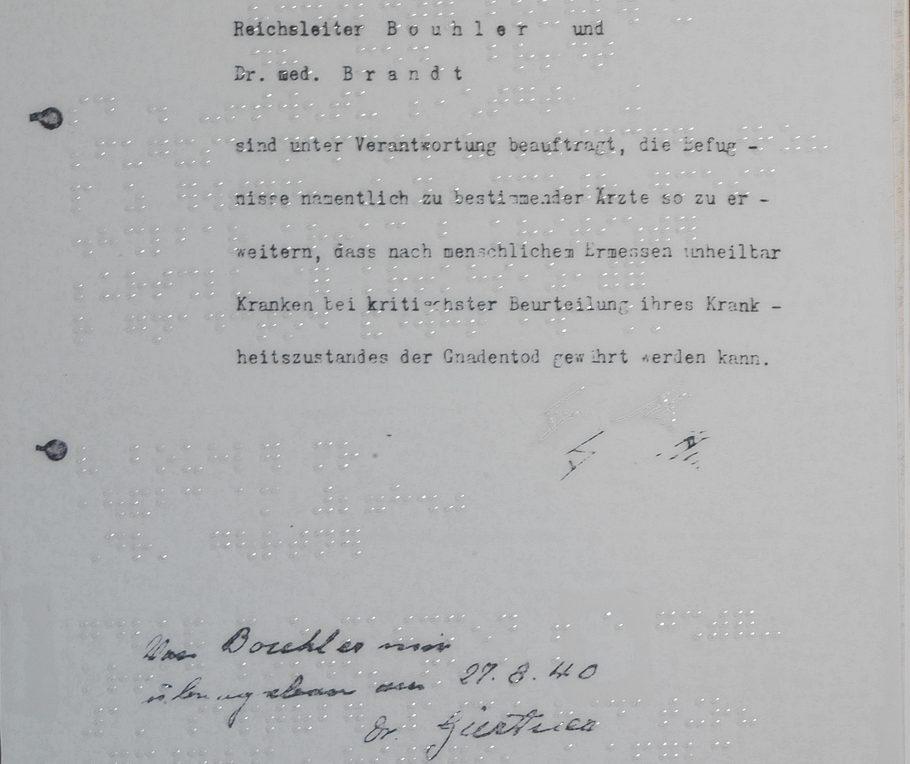 """Überlagerung Dokument """"Gnadentoderlaß Hitlers"""" mit Braille"""