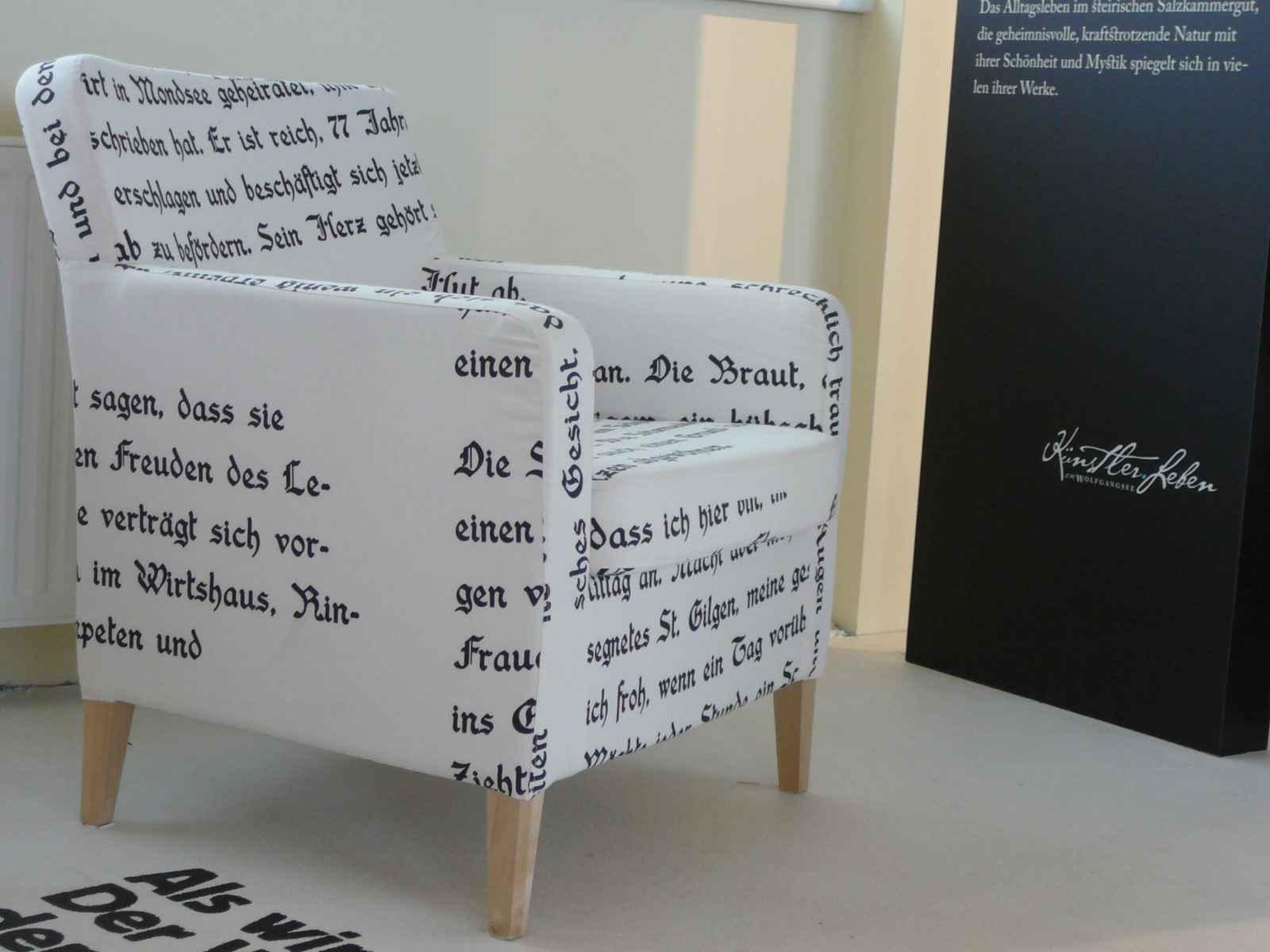 Fauteuil mit Text bedruckt