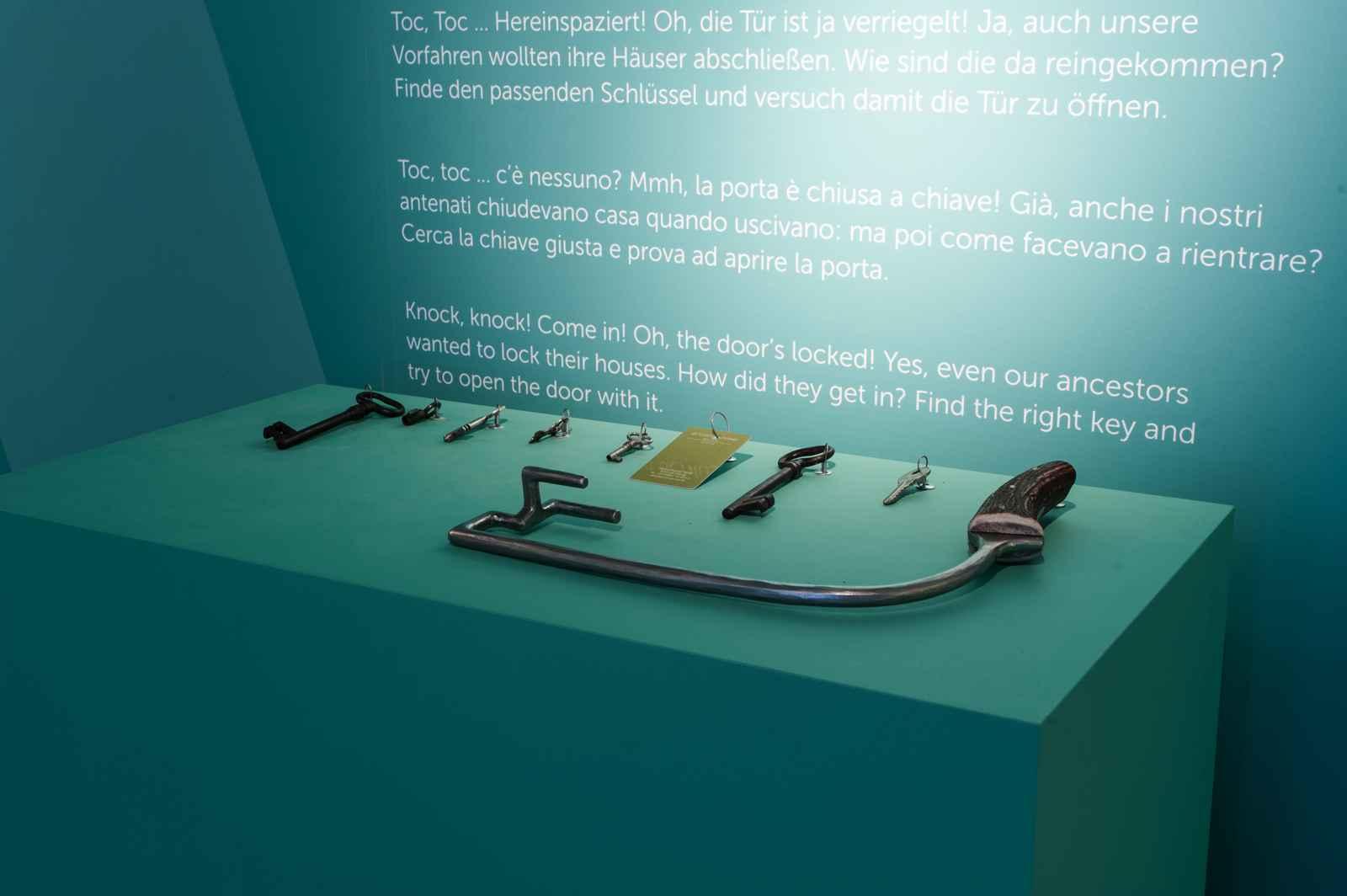Rätischer Schlüssel und acht weitere Schlüssel zum Vergleich
