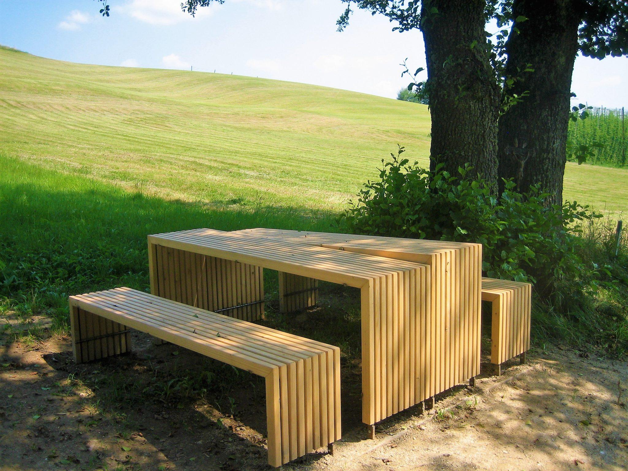 Raststation Genuss, Bänke und Tisch