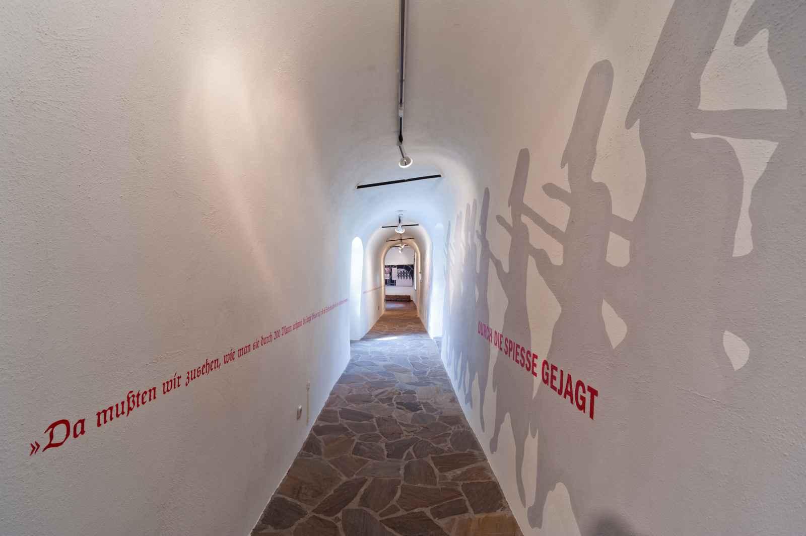 Verbindungsgang mit Wandmalerei